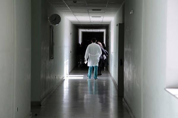 γιατρός που βγαίνει με ασθενή παράνομο η προσθήκη κωδικών γνωριμιών