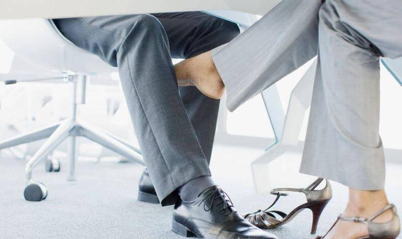 να βγαίνεις με το αφεντικό σου στο χώρο εργασίας