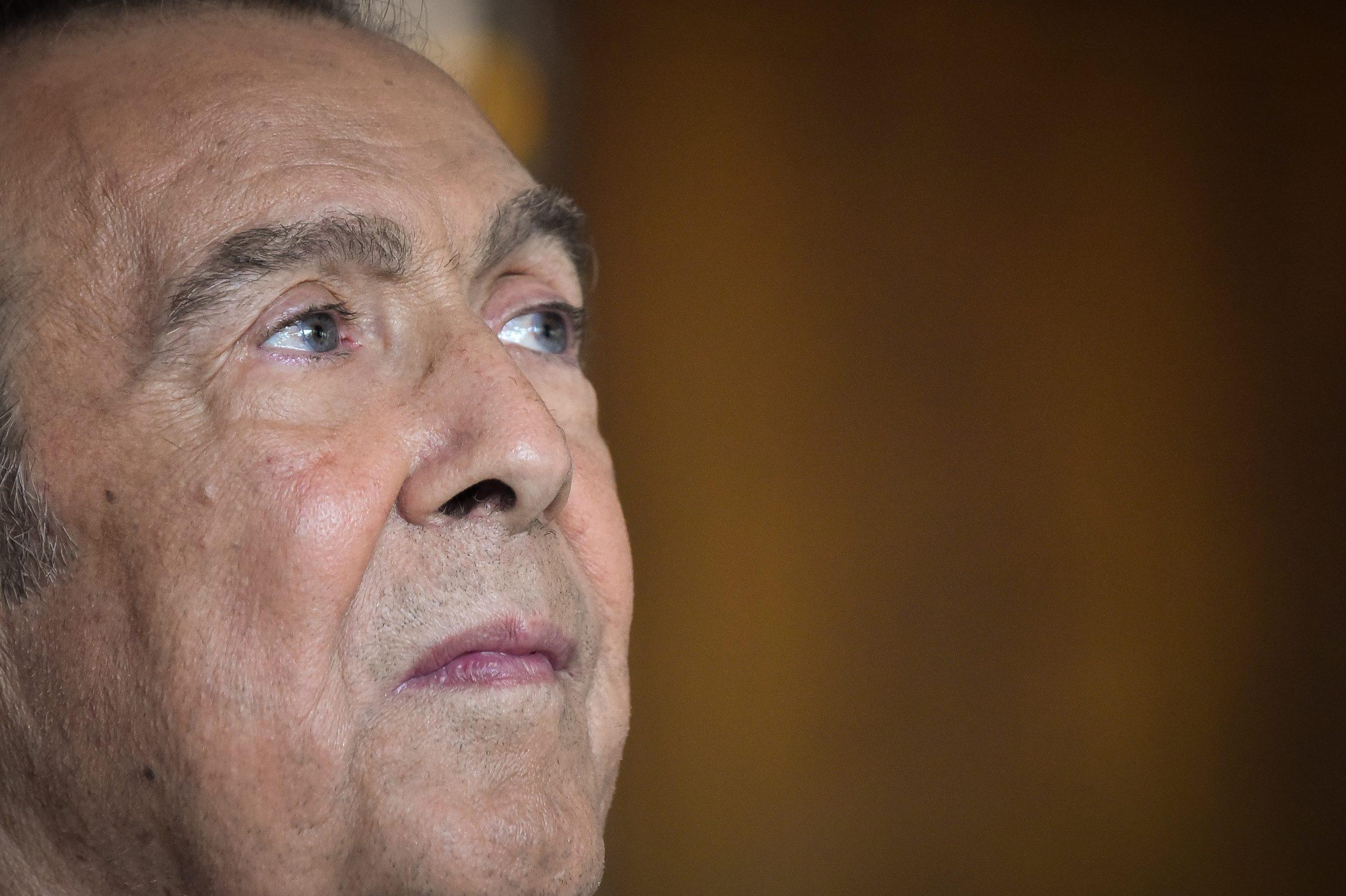 Πέθανε ο Τόλης Βοσκόπουλος – Θρήνος για τον καλλιτέχνη που έγραψε το όνομά του με «χρυσά» γράμματα